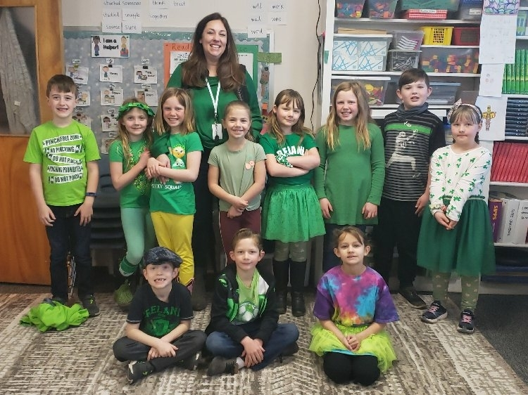 2nd graders wearing green clothes.